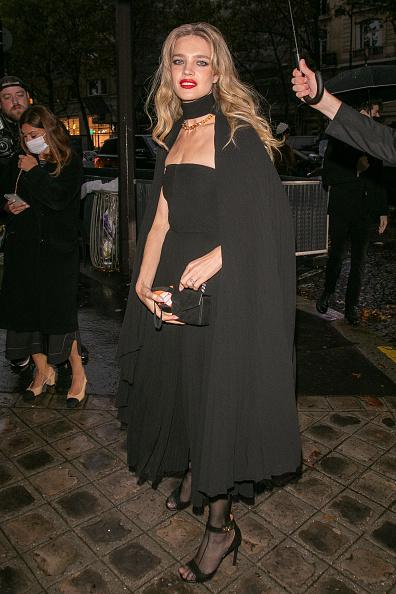 Прошлой ночью в Париже: Наталья Водянова с накидкой русской принцессы