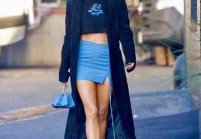 Самая короткая юбка из всех возможных + очень длинное пальто: эффектный выход Меган Фокс