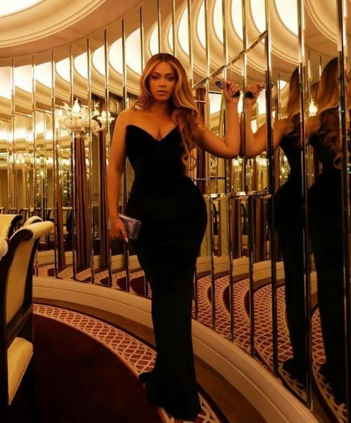 Совершенна: Бейонсе в черном бархате на премьере Netflix