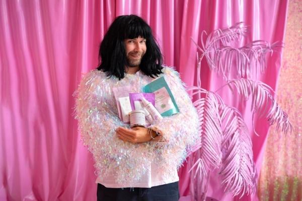 Стас Круглицкий создал бренд косметики «Какава красота» в коллаборации с компанией Carely